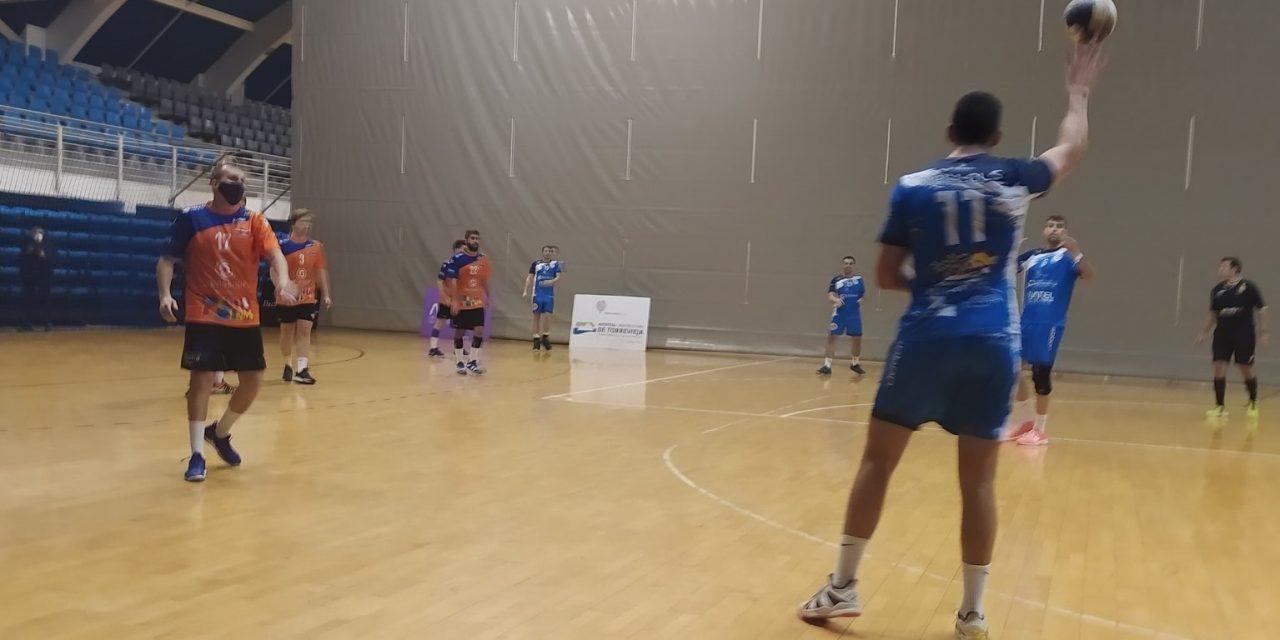 El equipo de Primera Nacional vende cara su derrota en Torrevieja